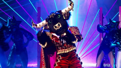 """The Masked Singer S6 Bull Performs """"Drops of Jupiter"""" By Train 2021-09-22"""